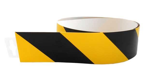 Jelzőszalag sárga/fekete ellenirány 980x60mm – matrica