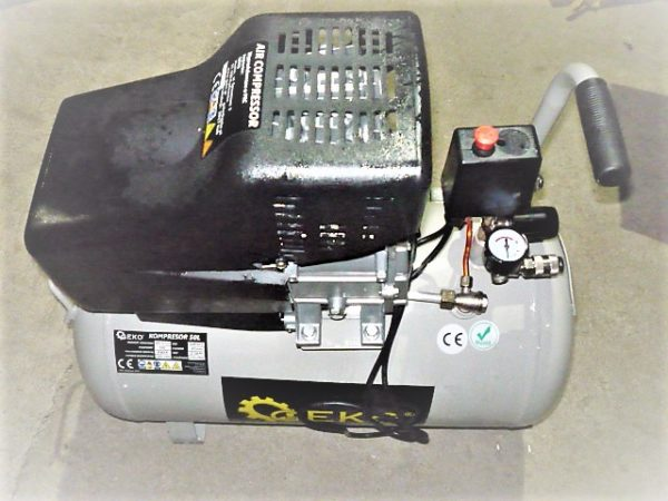 Geko olajos kompresszor 50l 1500W G80301  DOBOZSÉRÜLT